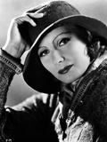 Greta Garbo Posed wearing Jacket with Hat Portrait Photographie par  Movie Star News