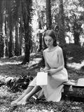 Audrey Hepburn Writing in the Piece of Paper Foto van  Movie Star News
