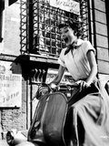 Audrey Hepburn Roman Holiday Riding Vespa Photographie par  Movie Star News