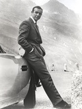 Sean Connery Leaning on Car in Formal Outfit Foto av  Movie Star News