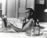Sean Connery Taking a Bath with Champagne Foto von  Movie Star News