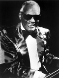 Ray Charles in Glossy Suit With Shades Foto von  Movie Star News