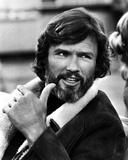 Kurt Kristofferson Talking in Black Suit Fotografía por  Movie Star News