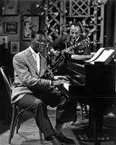 Nat Cole singing in Suit Foto von  Movie Star News