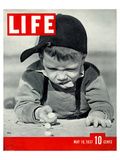 LIFE Boy playing marbles 1937 Affiche
