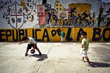 Children From La Boca Fotografisk trykk av Jakub Polomski