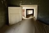 Abandoned House Full of Sand Fotografisk tryk af Enrique Lopez-Tapia