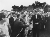 President Kennedy Greets Peace Corps Volunteers on the White House South Lawn Reproduction photographique par  Stocktrek Images