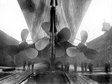 The Rms Titanic's Propellers as the Mighty Ship Sits in Dry Dock Reproduction photographique par  Stocktrek Images