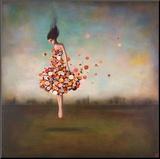 Vrouw met jurk van bloemen, titel: Boundlessness in Bloom Kunst op hout van Duy Huynh