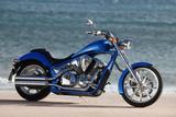 Motorcycle, Honda, Cruiser, Blue, Sea in the Background, Side Standard Right Valokuvavedos tekijänä  Fact