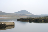 Lava Fields and Lake, Budanes, Helgafellssveit, Snaefellsnes, West Iceland Reproduction photographique par Julia Wellner