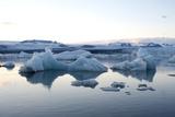 Icebergs, Glacier Lagoon Jškulsarlon, South Iceland Reproduction photographique par Julia Wellner