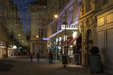 Austria, Vienna, Wallnerstra§e, Pedestrian Area, Christmas Lighting, Restaurant Reproduction photographique par Gerhard Wild