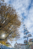 Munich, Bavaria, Germany, Maypole at the Viktualienmarkt (Food Market Reproduction photographique par Bernd Wittelsbach