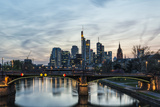 Germany, Hesse, Frankfurt on the Main, Skyline with Ignaz Bubis Bridge at Dusk Fotografie-Druck von Bernd Wittelsbach