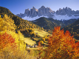 Italy, South Tyrol, VillnTal, St. Magdalena, Mountains, 'Geislerspitzen', Autumn Lámina fotográfica por  Thonig
