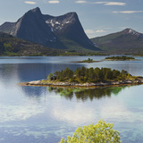 Norway, Northern Country, Lofoten, Ballangen, Efjorden, Kjerringvikstraumen, Stortinden Impressão fotográfica por Rainer Mirau