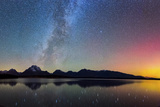 Northern Lights over Jackson Lake Pano Reproduction photographique par  Darren White Photography