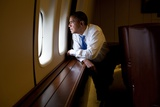 President Barack Obama Looks Out at the Australian Landscape from Air Force One, Nov. 17, 2011 Foto