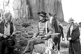 The Searchers, from Left: Harry Carey Jr., John Wayne, Hank Worden, 1956 Foto