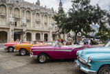 Vintage American Cars Parking Outside the Gran Teatro (Grand Theater), Havana, Cuba Fotografisk tryk af Yadid Levy