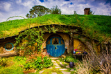 Front Door of a Hobbit House, Hobbiton, North Island, New Zealand, Pacific Fotografisk tryk af Laura Grier