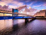 A Stunning Sunset over Bells Bridge, Glasgow, Scotland, United Kingdom, Europe Fotoprint av Jim Nix