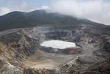 Crater of Poas Volcano in Poas Volcano National Park Impressão fotográfica por Stuart Forster