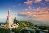 Temples at Doi Inthanon, the Highest Peak in Thailand, Chiang Mai Province Impressão fotográfica por Alex Robinson