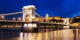Chain Bridge and Buda Castle at Night, UNESCO World Heritage Site, Budapest, Hungary, Europe Lámina fotográfica por Ben Pipe