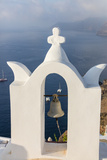 The White Steeple of the Church and the Blue Aegean Sea as Symbols of Greece, Oia, Santorini Fotografisk tryk af Roberto Moiola