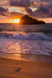 Sunset over Roche Ronde Rock Off the Coast of Biarritz, Pyrenees Atlantiques, Aquitaine Impressão fotográfica por Martin Child