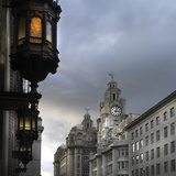 View of Royal Liver Building from India Building on Water Street, Liverpool, Merseyside, England Fotografía por Paul McMullin