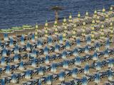 Umbrellas on the Beach, Gatteo a Mare, Region of Emilia Romana, Adriatic Sea, Italy, Europe Reproduction photographique par Jean Brooks