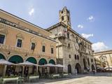 Caffe Meletti and Palazzo Dei Capitani Del Popolo, Piazzo Del Popolo, Ascoli Piceno Reproduction photographique par Jean Brooks