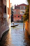 Italy, Veneto, Venice. a Gondolier Rowing His Gondola on the Grand Canal. Unesco Fotografisk trykk av Ken Scicluna