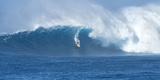 Surfer Riding a Maverick Wave on the North Shore of Maui Reproduction photographique par Chad Copeland