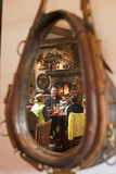 A Western-Themed Mirror Reflects Patrons at a Restaurant in Sun Valley Fotografisk tryk af Dmitri Alexander