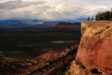 Two Mountain Bikers Pause Atop a Cliff as Storm Clouds Approach 写真プリント : Keith Ladzinski