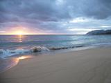 Waves Roll on Beach During Sunrise Opspændt lærredstryk af Chad Copeland