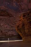 Hiker in Paria Canyon, Arizona Fotografisk tryk af John Burcham