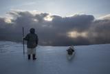 An Inuit Hunter on the Sea Ice Lámina fotográfica por Cristina Mittermeier