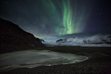 The Aurora Borealis over a Glacier in the Skaftafell National Park in Iceland Impressão fotográfica por Alex Saberi