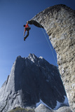 Climber Reaches the Top of Rock at Cirque of the Unclimbables Fotografisk tryk af Chad Copeland