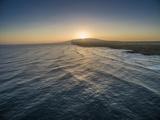 Sunrise Above Ka'Ehu Point on Molokai's North Shore Fotografisk trykk av Richard A. Cooke