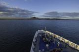 A Passenger Expedition Ship Cruises the Galapagos Islands Reproduction photographique par Jad Davenport