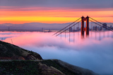 Magical First Light and Fog at Golden Gate Bridge, San Francisco Fotoprint av Vincent James