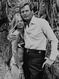 Roger Moore, Britt Ekland, The 007, James Bond: Man with the Golden Gun,1974 Impressão fotográfica