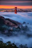 Magical Fog and Sunrise Light, Golden Gate Bridge, San Francisco Fotografisk trykk av Vincent James